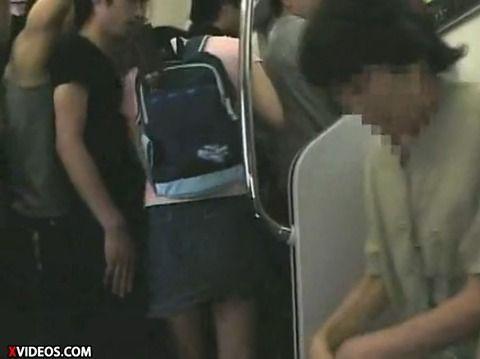 少女が満員電車で痴漢にあって顔射されるキャプエロ画像 19d93ef9