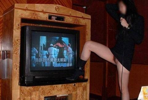 カラオケでエッチなことする素人娘のエロ画像 1df962f2