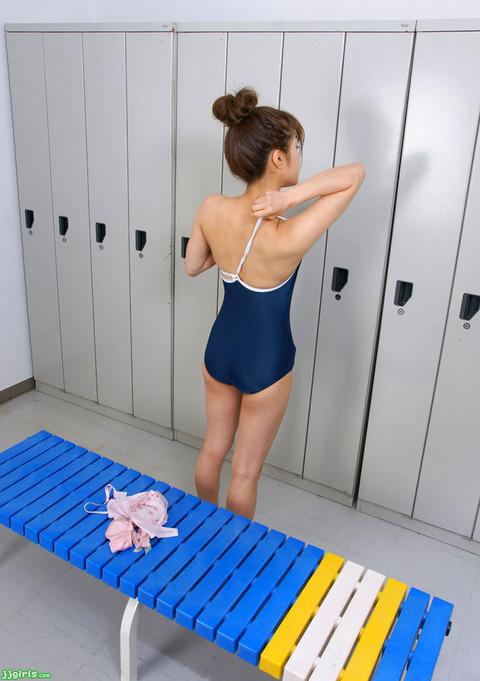 スクール水着や競泳水着を着てる美少女のエロ画像 1ee00e27 s