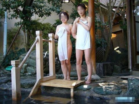 素人お姉さんの温泉入浴姿を激写のエロ画像 1f30b53d s