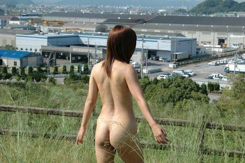 さり気なく野外露出で街をうろつく素人お姉さんのエロ画像 231dfea2