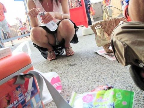 性的興奮作用のある香りを放つ素人お姉さんのパンチラ画像 29eff9a7 s