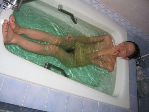 ラブホで入浴中の彼女を撮った素人流出エロ画像 2c7cfdeb