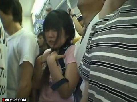 少女が満員電車で痴漢にあって顔射されるキャプエロ画像 31ee0e3d