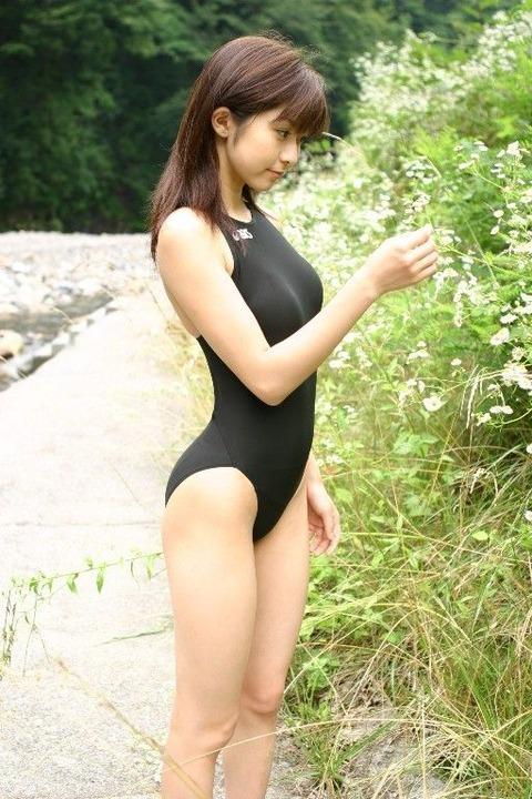 スクール水着や競泳水着を着てる美少女のエロ画像 356c91f8 s