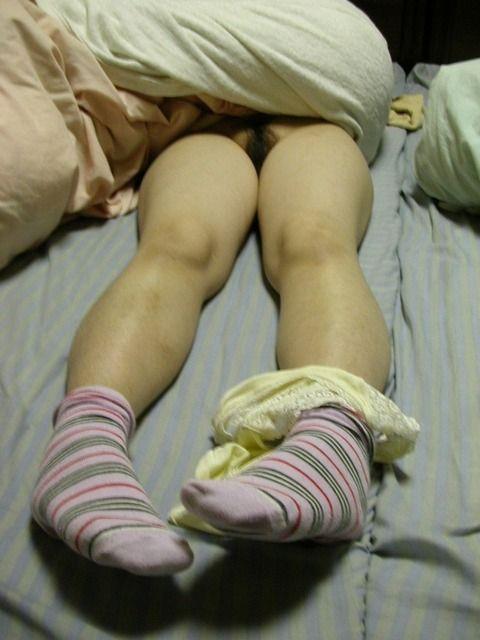 就寝中の彼女を勝手に撮影流出させた素人エロ画像 361d880b