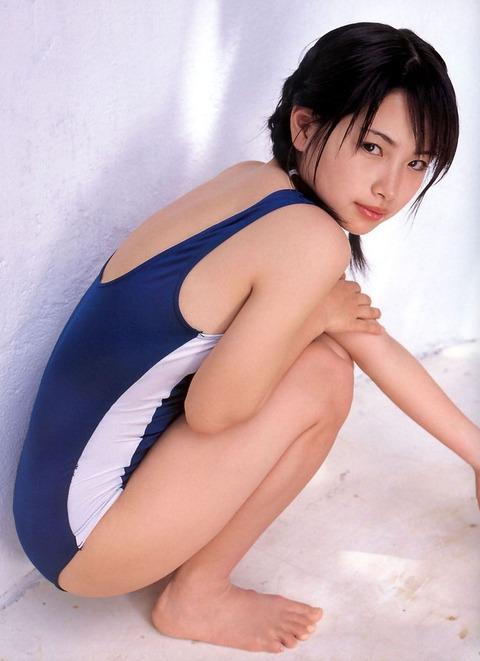 スクール水着や競泳水着を着てる美少女のエロ画像 37e5d002 s