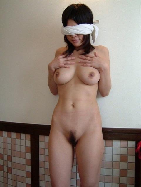 彼女に目隠しさせて卑猥なエッチした素人エロ画像 3c762c36 s