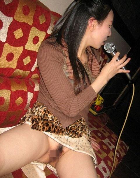 カラオケでエッチなことする素人娘のエロ画像 402d49e8