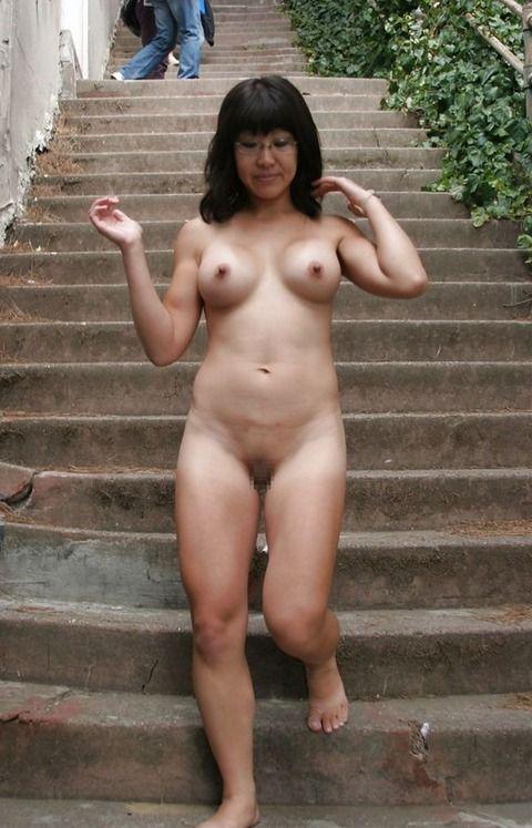 いつでもどこでも露出するのが快感でたまらない素人娘のエロ画像 40abc8a3