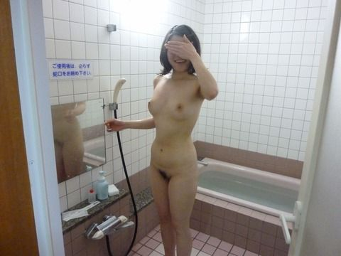無防備な入浴中の素人娘のエロ画像 41c4ff0c