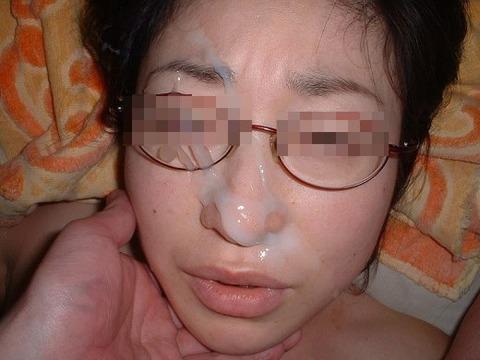 顔射されてお姉さんの顔面がベトベトな素人エロ画像 442ccbda s