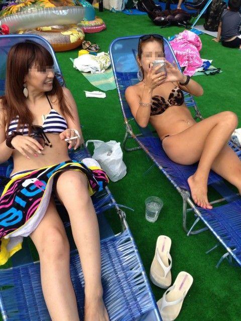 仲良しギャルが夏に水着ではしゃぐエロ画像 45d6ad09