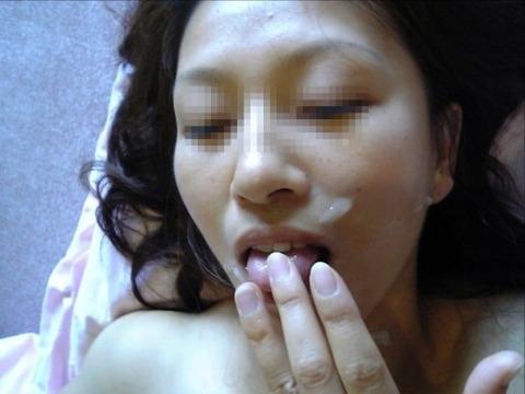顔射されてお姉さんの顔面がベトベトな素人エロ画像 4b3daf5a s