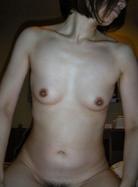 素人の熟女や人妻の垂れた体に母性を感じるエロ画像 4bb57a16