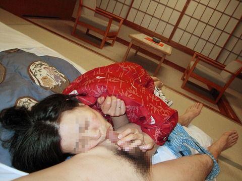 旦那や彼氏のちんぽをフェラする人妻や女子大生の素人エロ画像 50103696