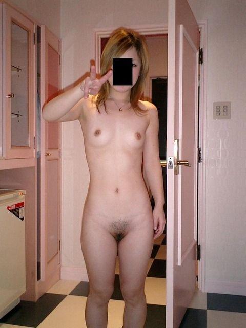 素人娘の貧乳おっぱいに吸い付きたくなるエロ画像 535e6db9