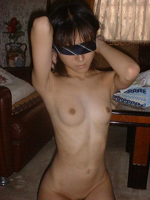 目隠しする事で感度が増す素人娘のエロ画像 54ee7dd4