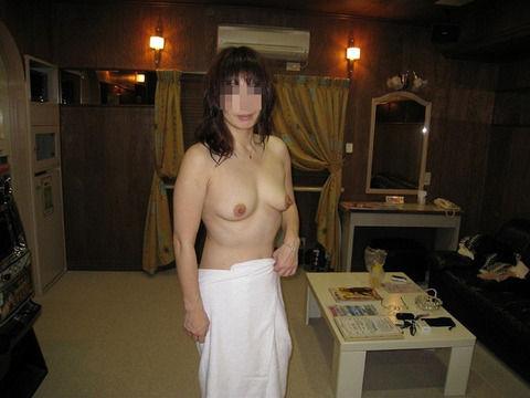 好き嫌いがはっきり別れる素人熟女のエロ画像 56aac403