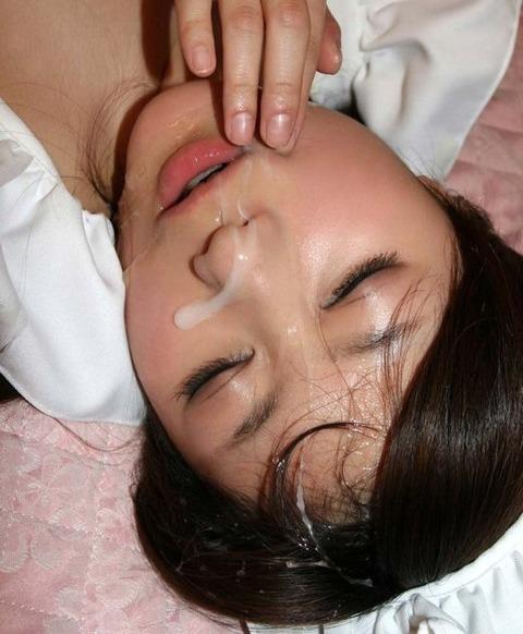顔射されてお姉さんの顔面がベトベトな素人エロ画像 58df8ede s