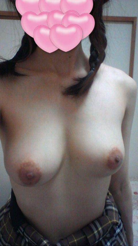 素人娘の巨乳おっぱいが結構美乳なエロ画像 5a395f14