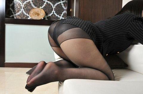 黒パンストがセクシーな素人娘のエロ画像 5ad191c2