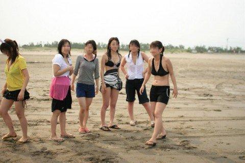 夏の陽気に開放的になった素人娘のビキニおっぱいエロ画像 5bab7368