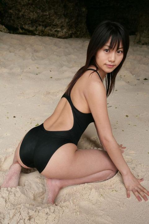 スクール水着や競泳水着を着てる美少女のエロ画像 5bae50a2 s