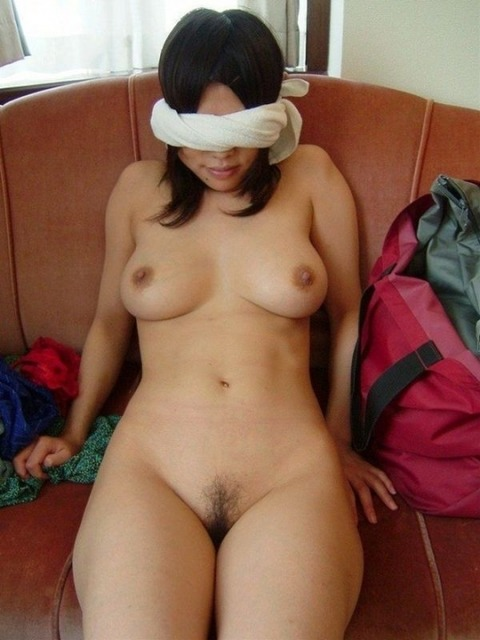彼女に目隠しさせて卑猥なエッチした素人エロ画像 5cb48e01 s