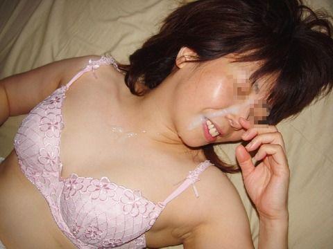 セフレにおもいっきりザーメン顔射ぶっかけされた素人エロ画像 5dea93ee