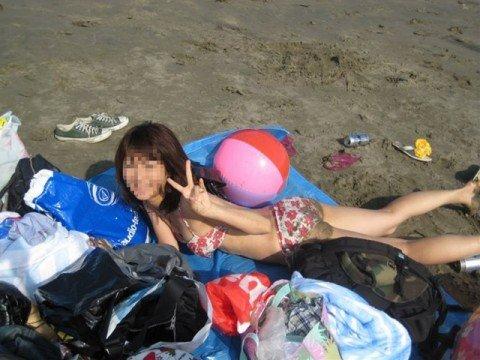 夏の陽気に開放的になった素人娘のビキニおっぱいエロ画像 5e3f454f