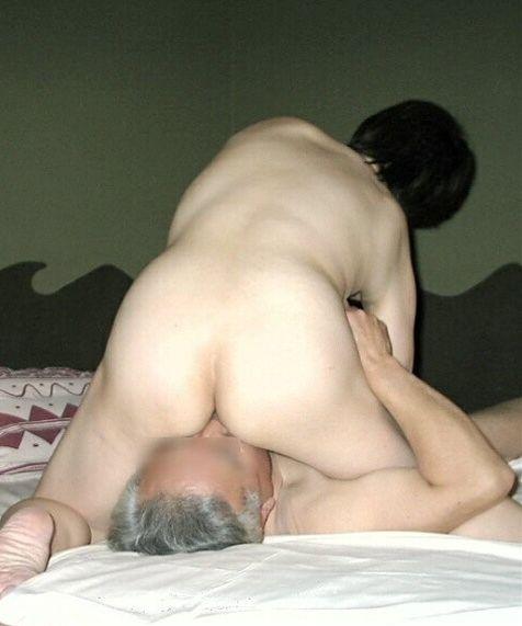 素人の熟女や人妻の垂れた体に母性を感じるエロ画像 5ec7cbcb