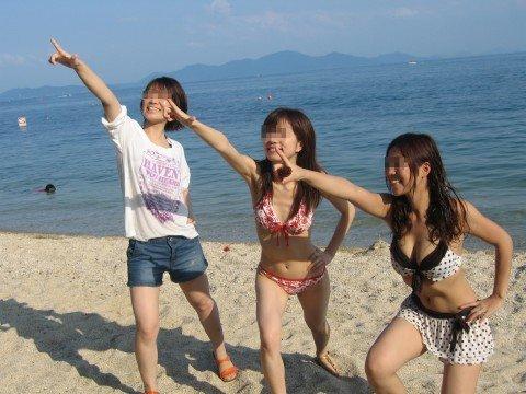 ビーチで出会ったビキニギャルが巨乳おっぱいだった素人エロ画像 6040e3f3