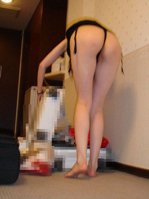 素人娘の茶色いものが付着してそうな匂うTバック姿の下着エロ画像 60c1adba