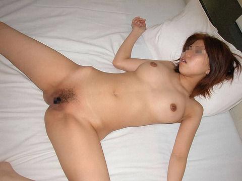 就寝中の彼女を勝手に撮影流出させた素人エロ画像 7201b390