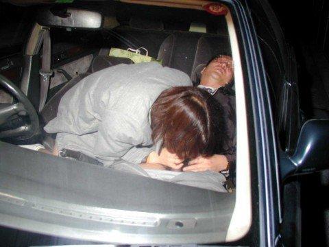 夜な夜なカーセックスしてるカップルを捉えたガチな素人エロ画像 7248ed5d