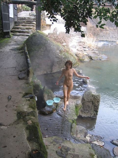 温泉ではめ外してる素人娘のエロ画像 7d6d219f