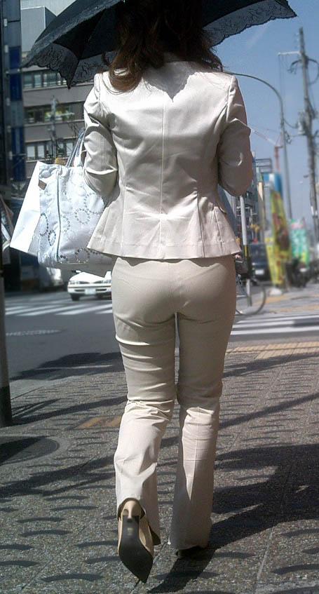 透けパンチラで街を練り歩く素人お姉さんのエロ画像 7f5e4fc1