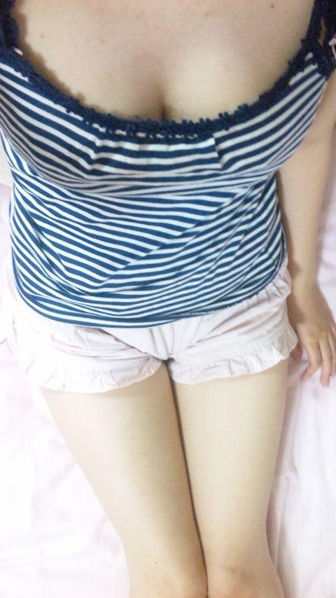 美巨乳おっぱいの素人娘の自画撮りネット投稿エロ画像 8241e004