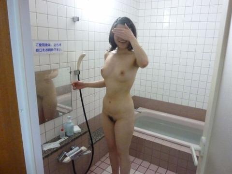 自宅とかラブホで撮影した素人娘のセクシーなエロ画像 830451f3 s