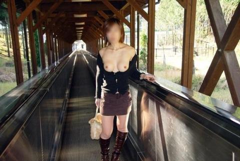 野外露出大好きな素人痴女のエロ画像 868ff67c s