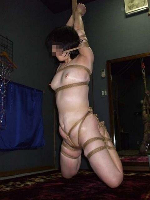 見事な緊縛姿でSMプレイしてる素人娘のエロ画像 8794fb19
