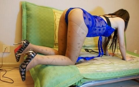 彼女を四つん這いにさせてお尻のドアップを撮った素人エロ画像 8d4ecf40