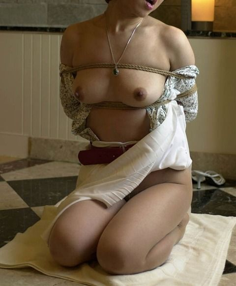 見事な緊縛姿でSMプレイしてる素人娘のエロ画像 8f408c9a