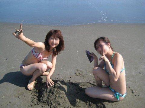 夏の陽気に開放的になった素人娘のビキニおっぱいエロ画像 90635965