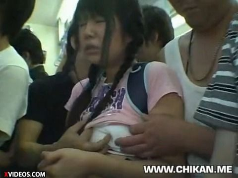 少女が満員電車で痴漢にあって顔射されるキャプエロ画像 9082ed8c