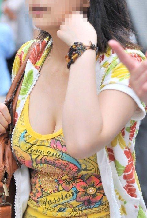 はち切れそうな着衣おっぱいしてる街角巨乳お姉さんの素人エロ画像 90888288