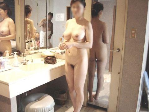 ガチ素人妻が変態な痴女プレイをしているエロ画像 939c03a3