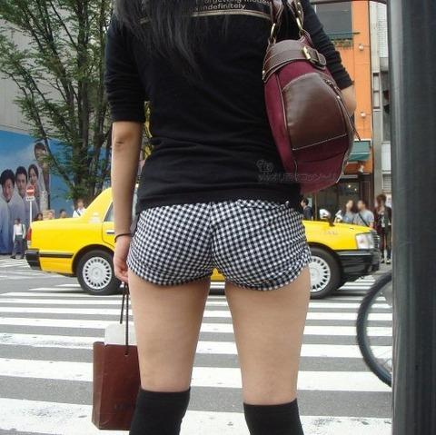 街角で撮影された素人の太ももとかパンツラ画像 94befe89 s