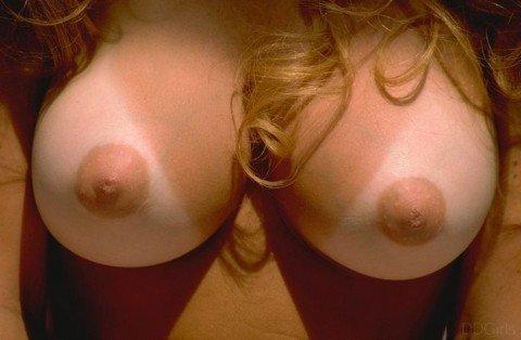 日焼けした素人娘の女体のエロ画像 9f4266ed